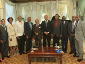 L'opposition manifeste, Martelly honore